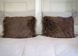 Decorative faux fur pillow LUMA